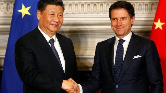 Thủ tướng Italia Giuseppe Conte (phải) và Chủ tịch Trung Quốc Tập Cận Bình trong cuộc gặp tại Rome ngày 23/3/2019.