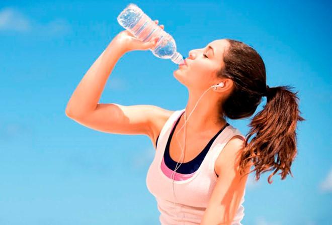 Ảnh hưởng đến quá trình hydrate hóa: Mục đích chính của việc uống nước là tăng cường quá trình bù nước trong cơ thể. Nhưng uống nước lạnh làm chậm quá trình này. Bởi lượng nước cơ thể hấp thụ cần có nhiệt độ thích hợp. Nhưng uống nước lạnh có thể gây ra mất nước và mất năng lượng.