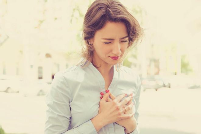 Làm chậm nhịp tim: Uống nước đá có thể khiến nhịp tim của bạn giảm xuống. Điều này là do tĩnh mạch thần kinh ở phía sau cổ và hệ thống thần kinh tim bị ảnh hưởng bởi nhiệt độ lạnh giảm đột ngột.