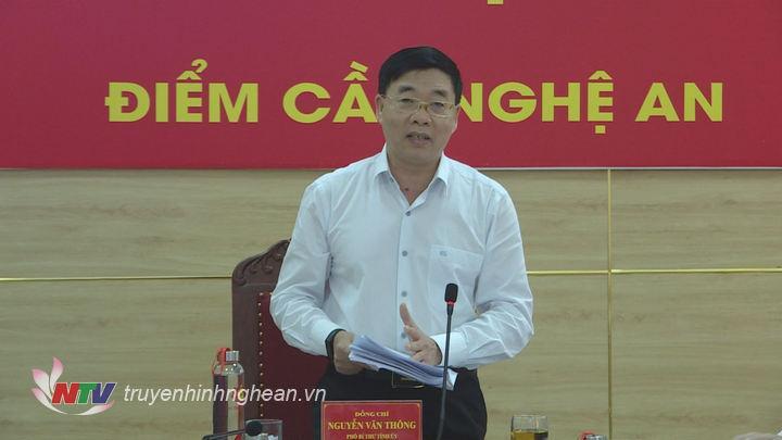 Phó Bí thư Tỉnh uỷ Nguyễn Văn Thông phát biểu ý kiến tại hội nghị.