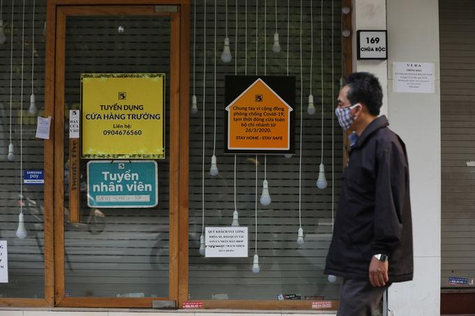 Cơ sở kinh doanh trên phố chùa Bộc (Hà Nội) đóng cửa trong thời gian cách ly xã hội, ngày 13/4.