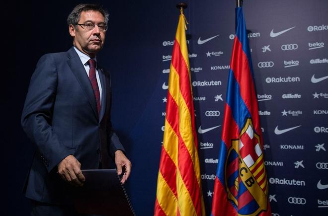 Chủ tịch Bartomeu tiếp tục đẩy Barca vào cuộc hỗn loạn mới. Ảnh: Getty.