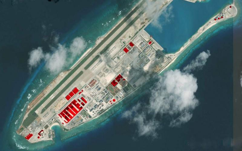 Trung Quốc đã xây dựng đường băng, nhà chứa máy bay và cơ sở radar phi pháp trên đá Chữ Thập, quần đảo Trường Sa.