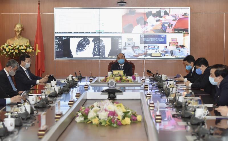 Thủ tướng Nguyễn Xuân Phúc chủ trì buổi khai trương tại điểm cầu Bộ TT&TT