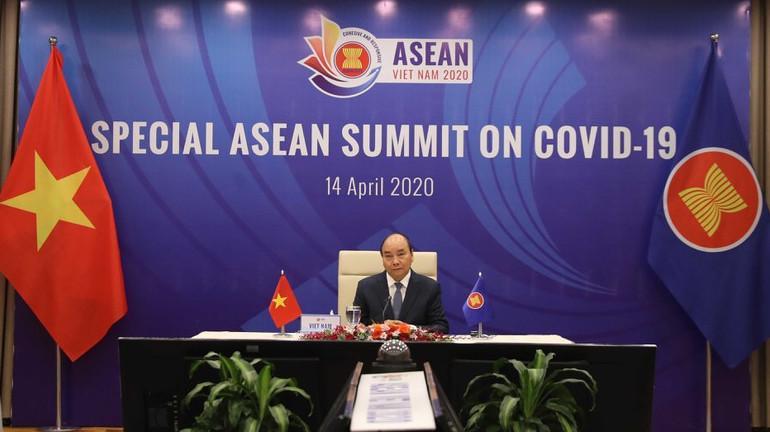 Thủ tướng Nguyễn Xuân Phúc phát biểu tại Hội nghị Cấp cao ASEAN.
