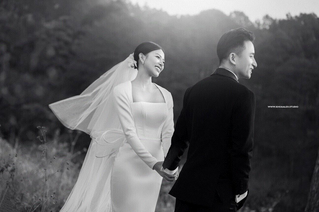 Bộ ảnh cưới mới nhất được Phan Mạnh Quỳnh chia sẻ trên trang cá nhân.