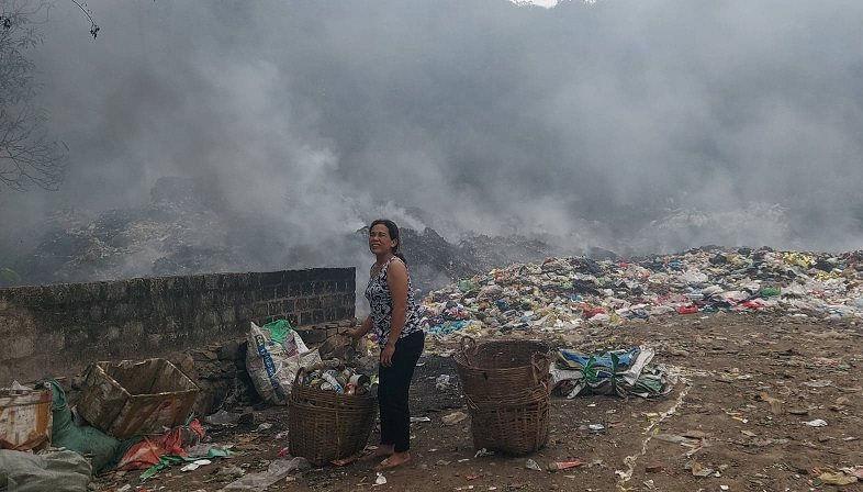 Các hộ dân xung quanh bị hun khói kéo dài nhiều ngày