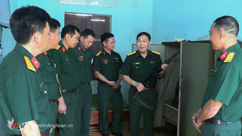 Kiển tra công tác bao dưỡng bảo quản vũ khí, trang bị cho nhiệm vụ SSCĐ, sẵn sàng bảo vệ bầu cử đại biểu Quốc hội khoá XV và đại biểu HĐND các cấp nhiệm kỳ 2021 – 2026 tai Ban CHQS huyện Quế Phong
