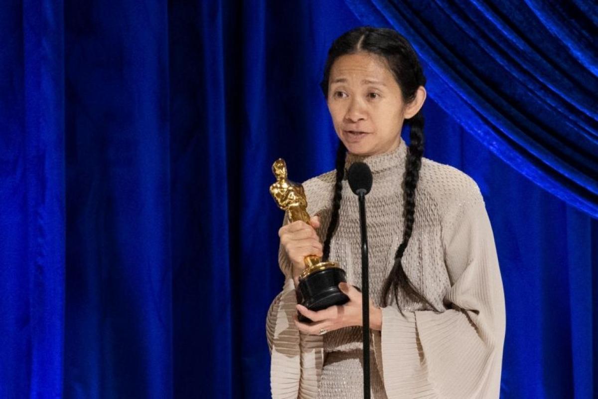 Phải mất 93 năm, Viện Hàn lâm mới chọn một người phụ nữ châu Á cho danh hiệu Đạo diễn xuất sắc nhất.