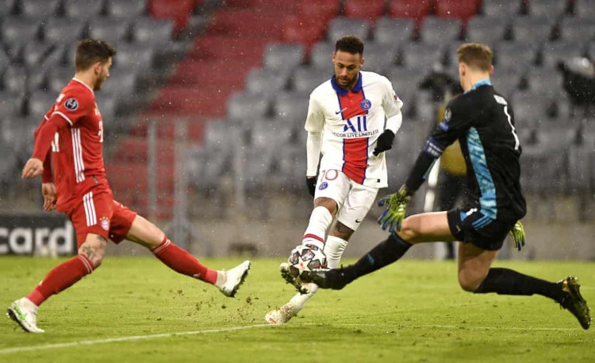Ngoài cú đúp kiến tạo, Neymar còn suýt ghi bàn khi đối mặt thủ môn Manuel Neuer ở đầu hiệp 2. (Ảnh: Getty)