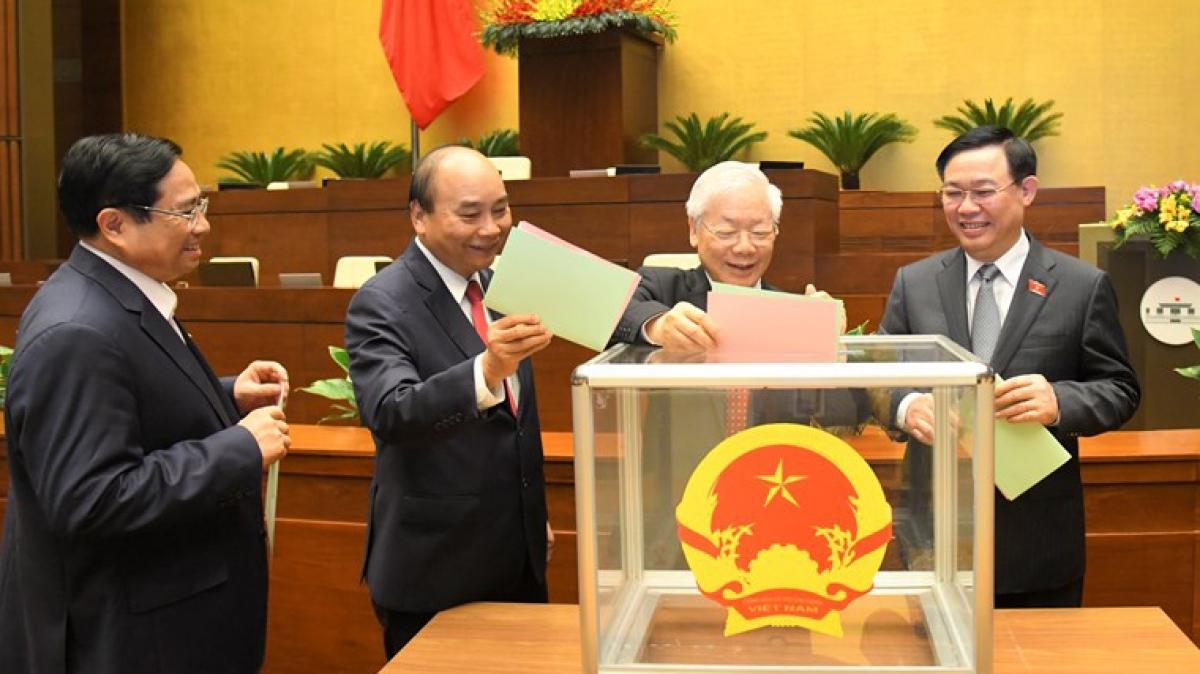 Các đại biểu bỏ phiếu bầu tại Kỳ họp 11, Quốc hội khoá XIV
