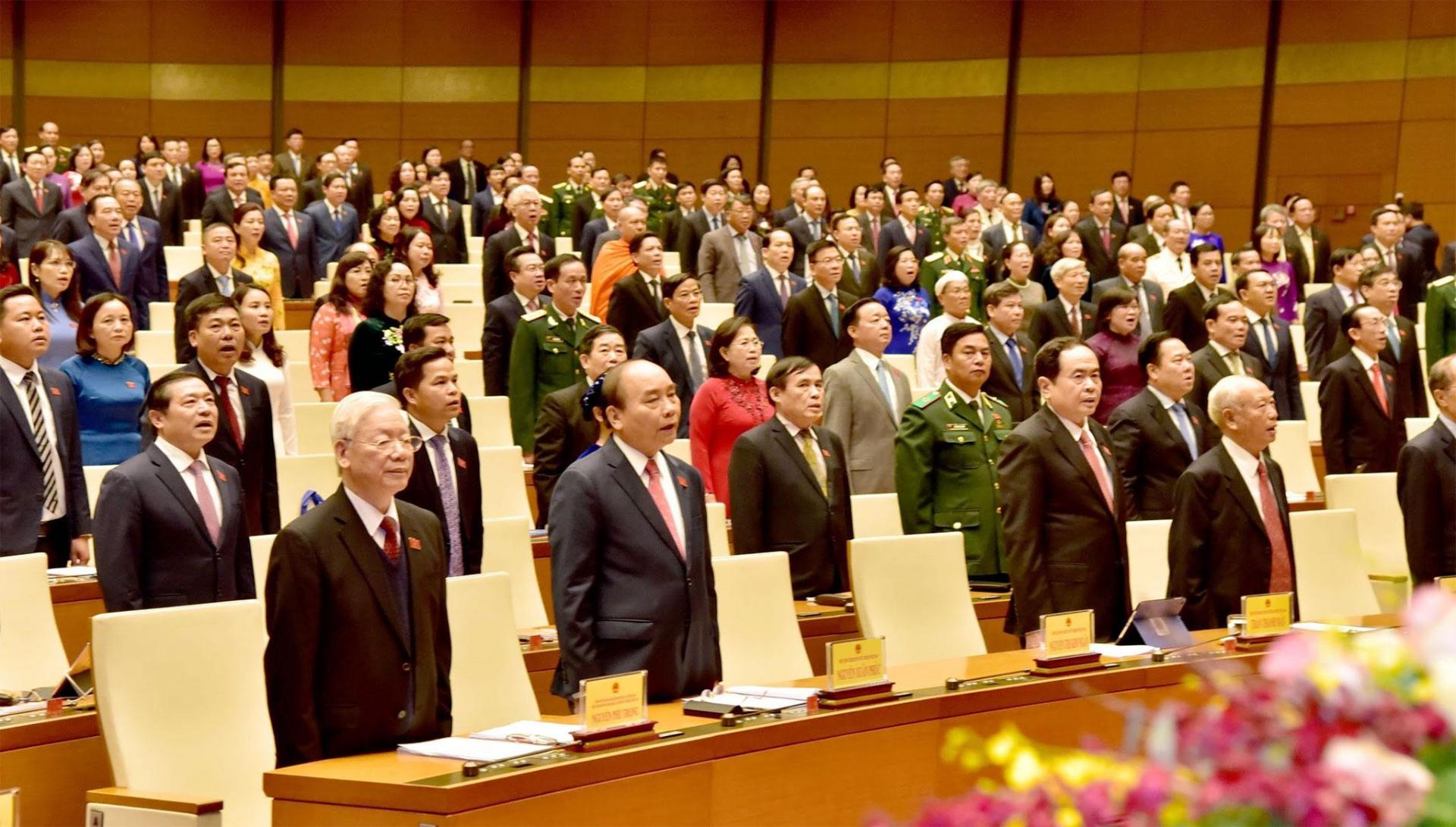Các đồng chí lãnh đạo Đảng, Nhà nước và các đại biểu tham dự Kỳ họp thứ 11 Quốc hội khóa XIV.