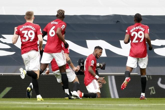 Man Utd ăn mừng chiến thắng.