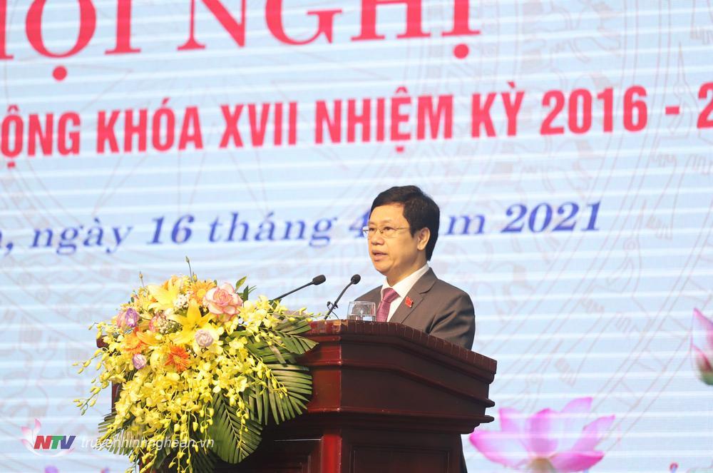 Chủ tịch HĐND tỉnh Nguyễn Xuân Sơn phát biểu khai mạc hội nghị.