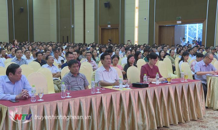 Các đại biểu tham gia học Nghị quyết.