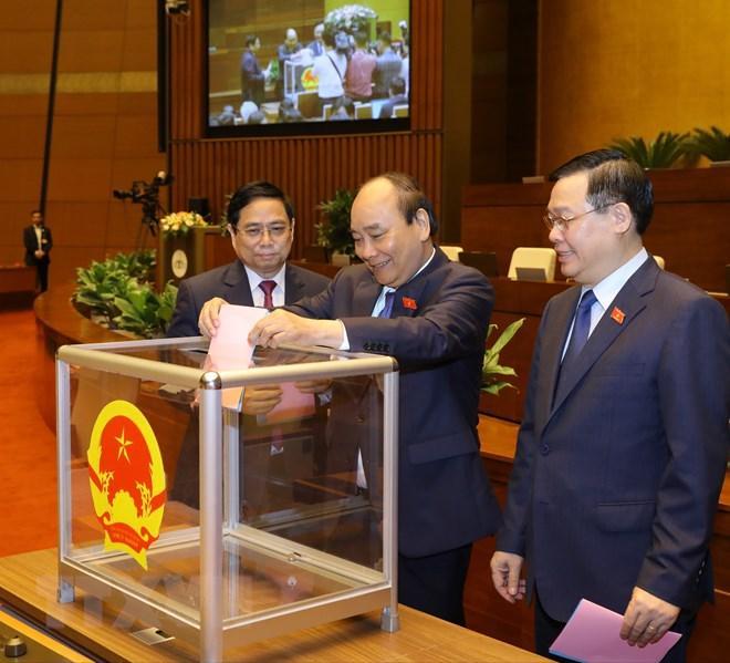 Chủ tịch nước Nguyễn Xuân Phúc, Thủ tướng Phạm Minh Chính, Chủ tịch Quốc hội Vương Đình Huệ bỏ phiếu phê chuẩn đề nghị việc bổ nhiệm một số Phó Thủ tướng Chính phủ, một số Bộ trưởng và thành viên khác của Chính phủ.