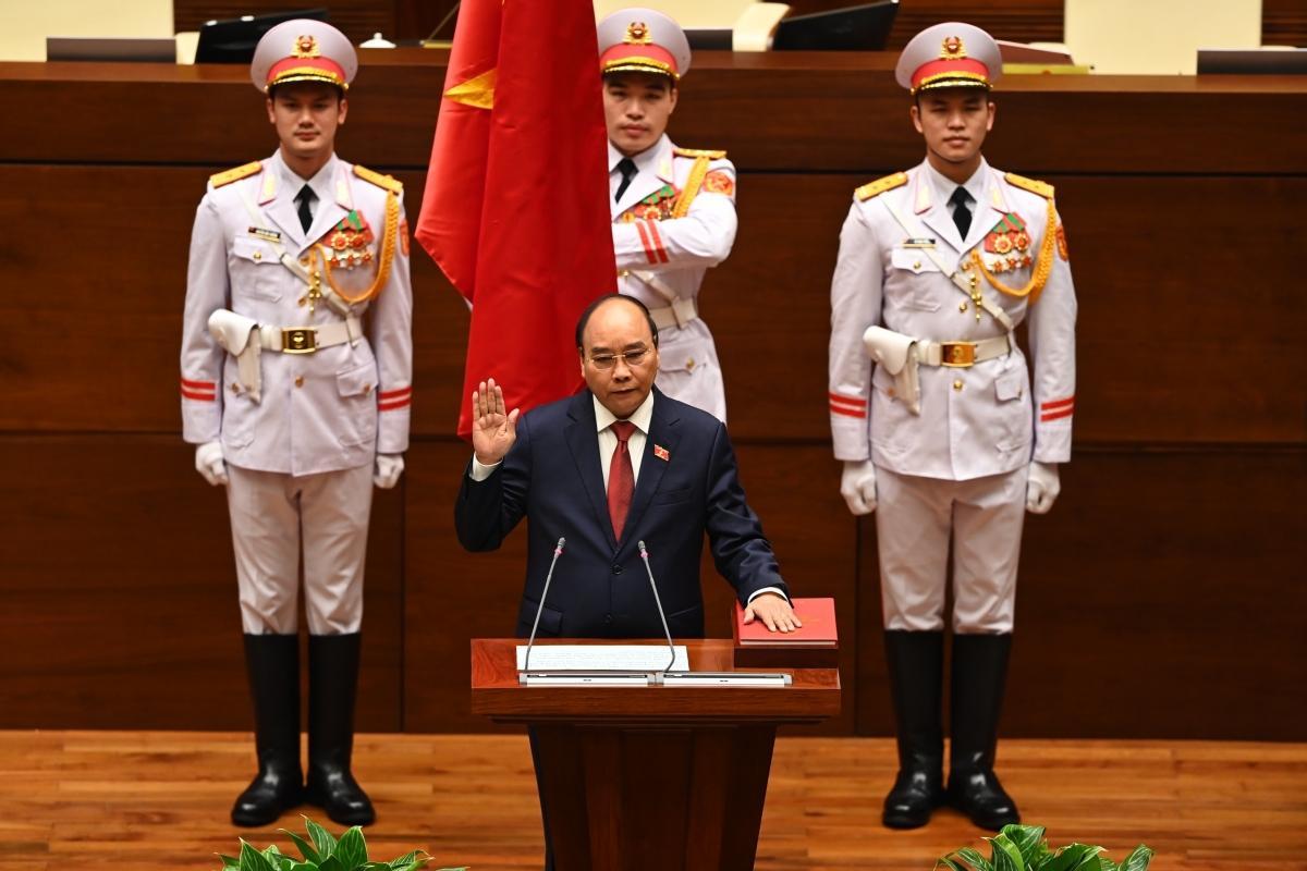 Chủ tịch nước Nguyễn Xuân Phúc tuyên thệ nhậm chức.