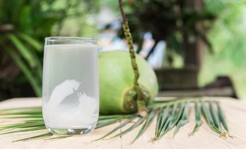 Tốt cho tim mạch: Theo các chuyên gia, uống nước dừa thường xuyên sẽ mang lại hiệu quả trong việc điều hòa huyết áp và làm tăng HDL cholesterol. Đây là một thức uống tốt từ tự nhiên có tác dụng duy trì sức khỏe tim mạch.