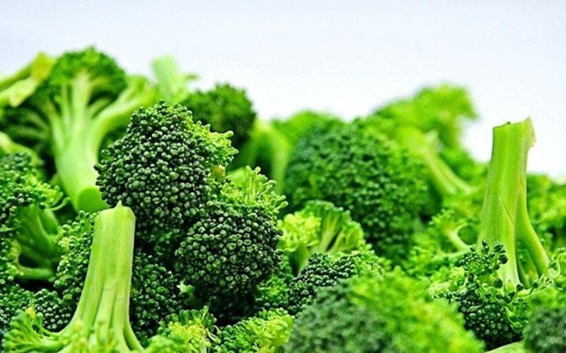 Súp lơ xanh: Súp lơ xanh chứa đầy đủ các dưỡng chất, khoáng chất và vitamin thiết yếu, đặc biệt là vitamin C. Trong 100g súp lơ xanh được cho là chứa 89,2mg vitamin C.