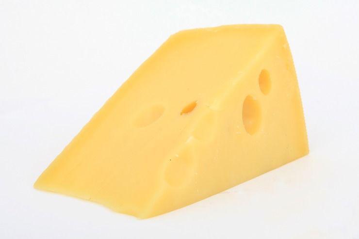 Phô mai và các thực phẩm từ sữa: Các thực phẩm từ sữa có thể làm chứng đau khớp tệ hơn ở một số người do chúng chứa nhiều protein. Nếu bạn cảm thấy các thực phẩm này đang ảnh hưởng xấu đến bệnh khớp của mình, hãy cắt giảm chúng trong khẩu phần ăn.