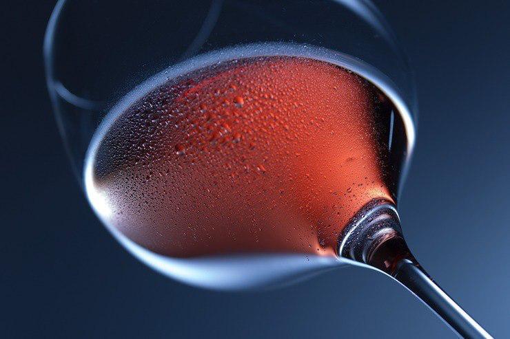 Đồ uống có cồn: Đồ uống có cồn có thể gây những tổn thương nghiêm trọng đối với gan. Khi gan bị tổn thương, khớp của bạn dễ bị đau và viêm. Nếu bạn mắc bệnh về xương khớp, hãy hạn chế sử dụng đồ uống có cồn.