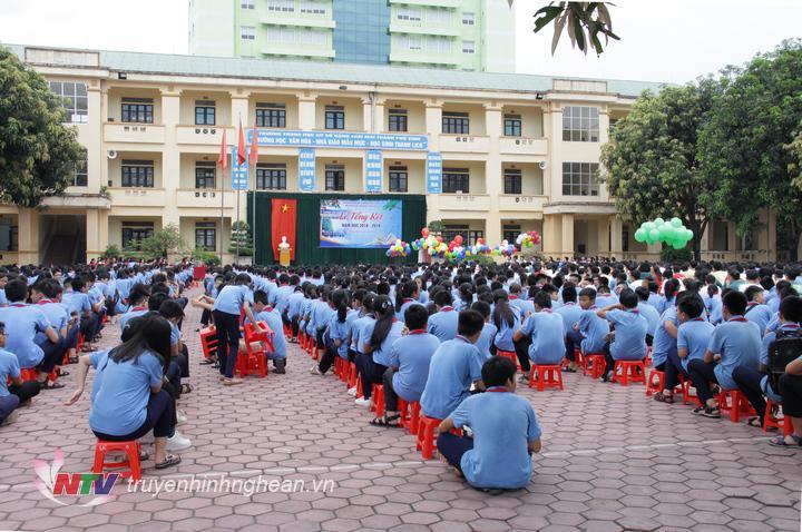 Toàn cảnh lễ tổng kết năm học 2018 - 2019, Trường THCS Đặng Thai Mai (TP Vinh).