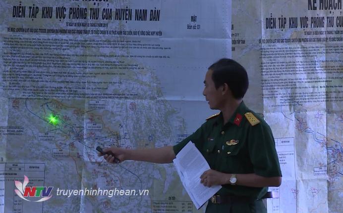 Đại diện Ban CHQS huyện Nam Đàn trình bày kế hoạch.