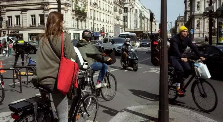 Giao thông đông đúc trở lại tại Pháp. (Ảnh: Le Monde)