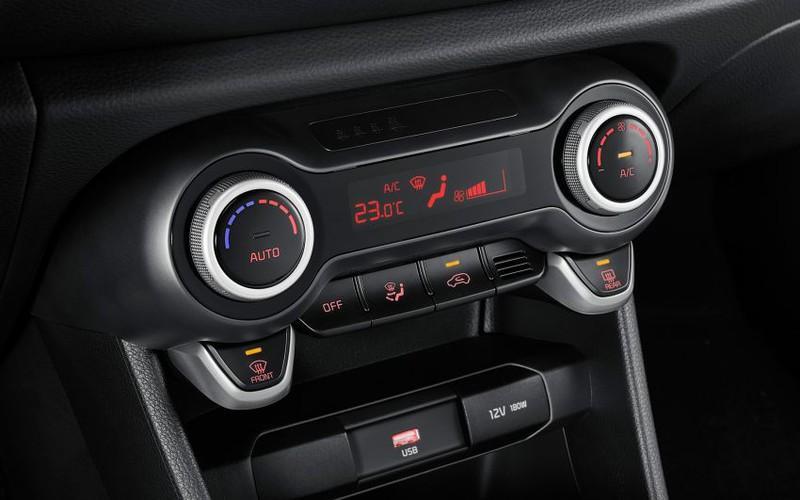 Mở điều hòa đúng cách khi sử dụng xe mùa nắng nóng cũng là điều bạn cần lưu ý.