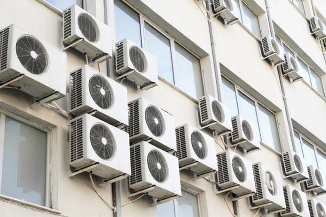 Bật/tắt máy lạnh thường xuyên sẽ khiến dàn nóng phải làm việc nhiều hơn, gây tốn điện năng gấp 3 lần.