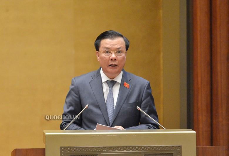 Bộ trưởng Bộ Tài chính Đinh Tiến Dũng (Ảnh: Quốc hội)
