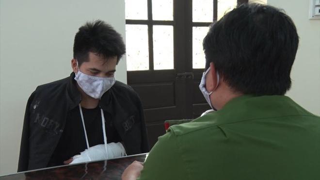 Nguyễn Văn Tác (trái) được xác định là chủ mưu của đường dây sản xuất, tiêu thụ tiền giả tại Nam Định