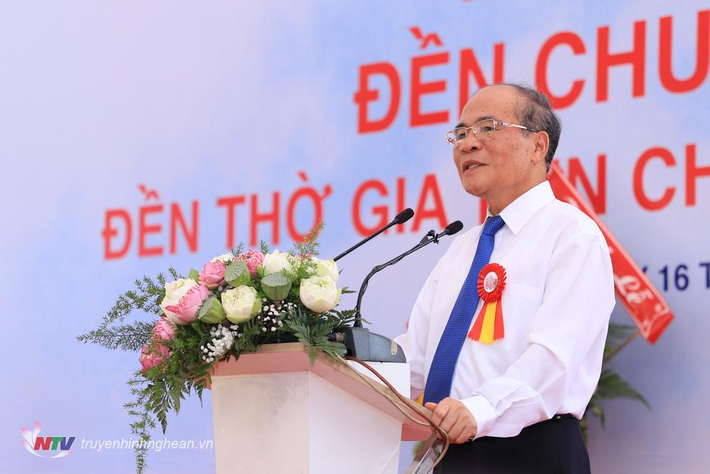 Đồng chí Nguyễn Sinh Hùng - Nguyên Uỷ viên Bộ Chính trị, nguyên Chủ tịch Quốc hội đại diện dòng họ phát biểu tại buổi lễ.