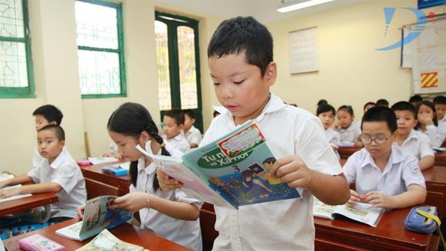 Dự thảo nêu nhà trường có trách nhiệm triển khai dạy học SGK theo quyết định của UBND tỉnh, thành phố trực thuộc trung ương, lựa chọn xuất bản phẩm sử dụng trong nhà trường theo hướng dẫn của Bộ GD&ĐT.