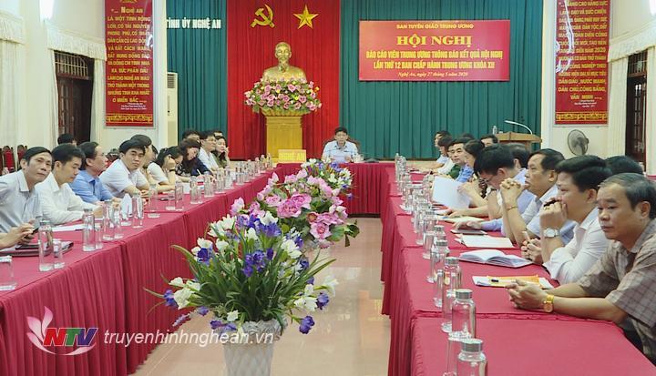 Tại điểm cầu Nghệ An, đồng chí Kha Văn Tám - Phó trưởng Ban Thường trực Ban Tuyên giáo Tỉnh ủy chủ trì hội nghị.