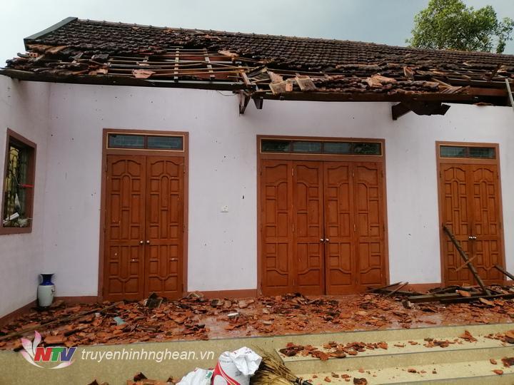 Nhiều ngôi nhà trên địa bàn xã Thanh Liệt bị tốc mái