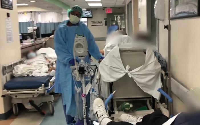 Bên trong 1 bệnh viện điều trị Covid-19 ở Mỹ. Ảnh: CNN.