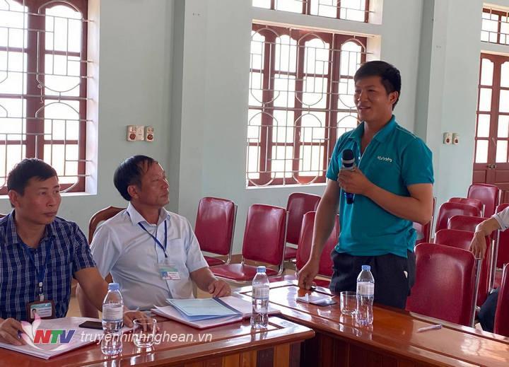 Đại diện xã Nghĩa Trung nêu đề xuất với đoàn công tác.