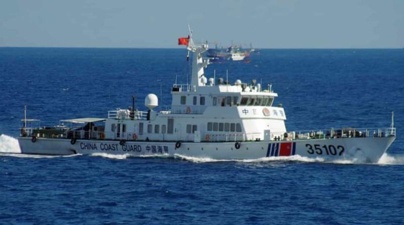 Trung Quốc liên tục triển khai tàu thực hiện hành vi khiêu khích nguy hiểm trên Biển Đông. Ảnh: AP