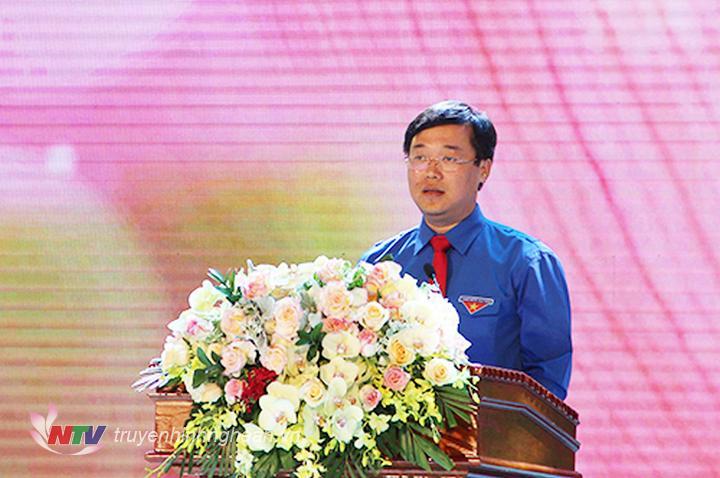 Bí thư thứ nhất Ban Chấp hành Trung ương Đoàn Lê Quốc Phong phát biểu tại lễ tuyên dương.