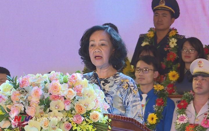 Đồng chí Trương Thị Mai phát biểu tại lễ tuyên dương.