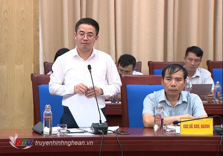 Lãnh đạo Sở KH&ĐT Nguyễn Xuân Đức báo cáo tình hình thực hiện kinh tế - xã hội trên địa bàn tỉnh 5 tháng đầu năm 2020.