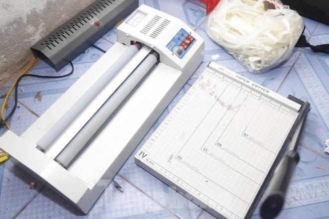 Công an Nam Định thu giữ máy móc, thiết bị, nguyên vật liệu để sản xuất tiền giả.
