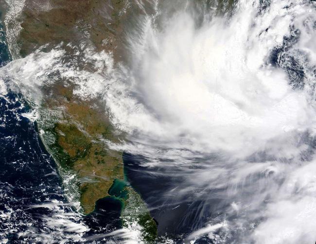 Ảnh chụp vệ tinh do NASA cung cấp cho thấy, bão Yaas đang tiến đến bờ biển phía Đông của Ấn Độ. (Ảnh: AP)