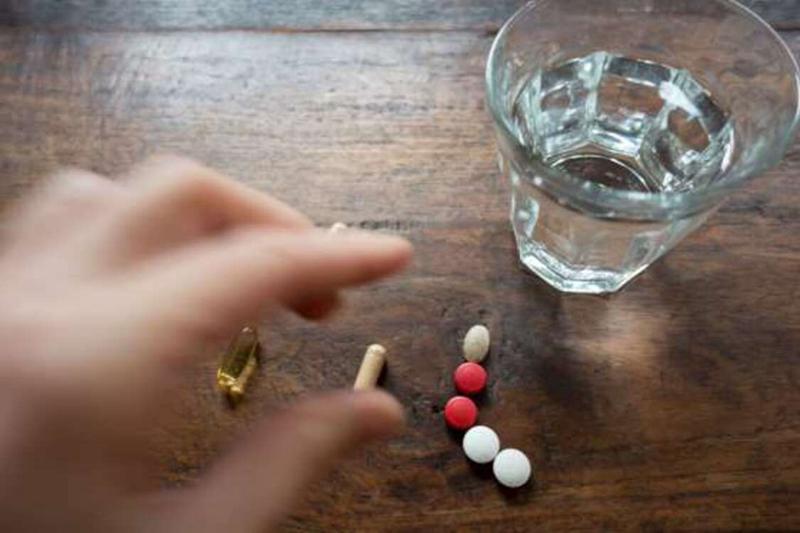 Không cần dùng thực phẩm chức năng nếu bạn hoàn toàn khỏe mạnh: Nếu phải dùng bất cứ loại thuốc nào, hãy tìm một lý do chính đáng. Theo các chuyên gia y tế, khi bạn hoàn toàn khỏe mạnh, bạn không cần uống bất cứ loại thực phẩm chức năng nào, bởi thực phẩm chức năng vẫn là một loại thuốc. Nó sẽ ít nhiều tác động đến cơ thể của bạn.