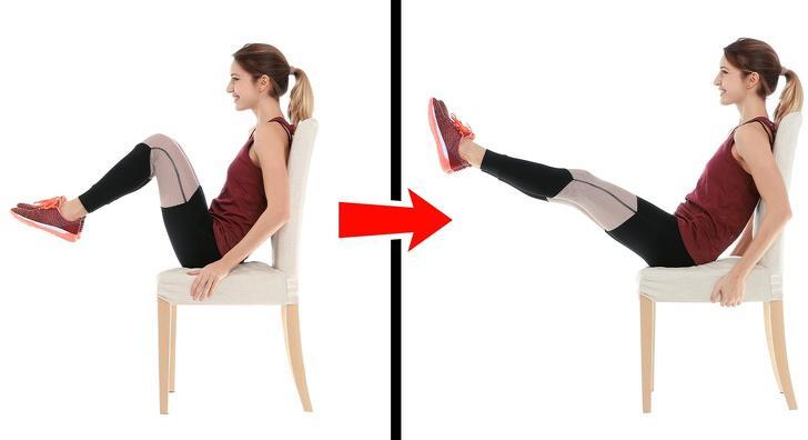 Bài tập gập bụng với ghế:Bạn có thể thực hiện bài tập này trong 15 phút nghỉ trưa ngay tại nơi làm việc. Ngồi trên ghế, nhấc chân lên và duỗi thẳng trước mặt. Sau đó, kéo đầu gối về phía ngực và duỗi thẳng chân ra lần nữa. Thực hiện 3 lượt, mỗi lượt 20 lần.
