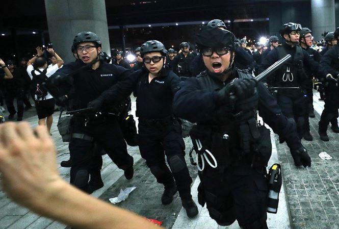 Hơn 5.000 cảnh sát Hong Kong được huy động để ứng phó với làn sóng biểu tình mới.