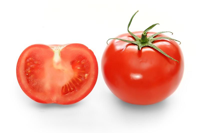 Cà chua: Chứa hàm lượng cao các axit tannic, nên ăn cà chua khi đói sẽ làm tăng nồng độ axit trong dạ dày. Điều này có thể dẫn đến viêm loét dạ dày.