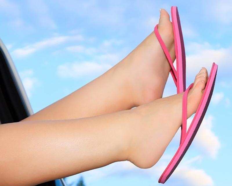 Các vấn đề về tuyến giáp: Một số dấu hiệu ở chân như sưng chân, cơ bắp co giật có thể giúp phát hiện một số vấn đề về tuyến giáp.