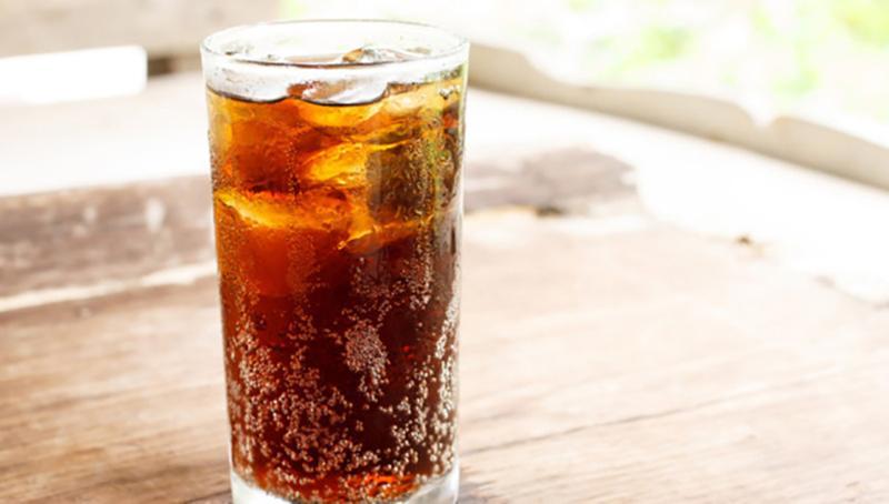 Nước lạnh có gas: Uống nước lạnh có gas vào buổi sáng sẽ gây hại cho màng nhầy và làm giảm lượng máu cung cấp cho dạ dày khiến thức ăn được tiêu hóa chậm hơn.